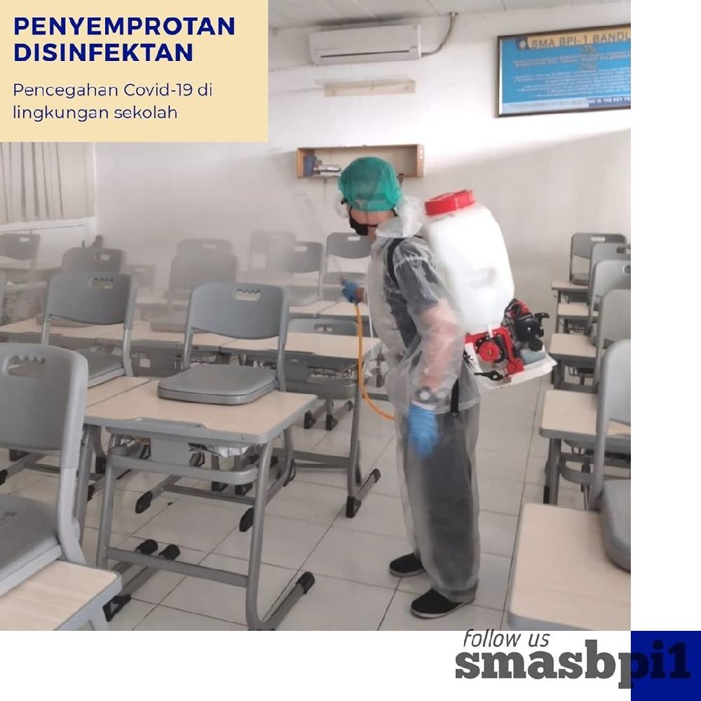 SMA BPI 1 BANDUNG Penyemprotan Disinfektan